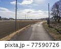 田舎の風景 畑と歩道 77590726