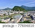 オーストリア、ザルツブルグの旧市街地 77604810