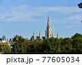 オーストリア、ウィーン、英雄広場から見たウィーン市庁舎 77605034
