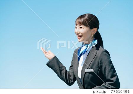 ビジネス 女性 制服 77616491
