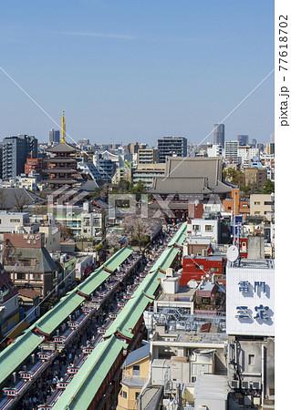 【東京都】都市風景 浅草寺と仲見世通り 77618702