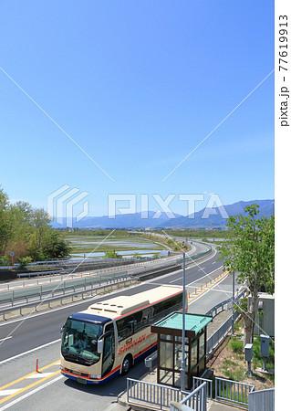 長野自動車道 春の安曇野 77619913