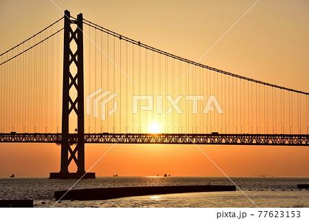 明石海峡大橋の夕焼け 77623153