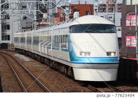 【東武伊勢崎線】東向島駅を通過する100系「スペーシア」、「粋」編成 77623404