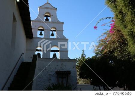 カリフォルニア・ミッションの教会の鐘 77640630