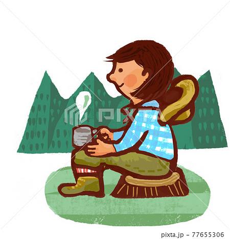 アウトドアでお茶を飲んでいる女性 77655306
