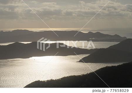 奄美大島の龍郷町の奄美自然観察の森 展望デッキからの眺望 77658029