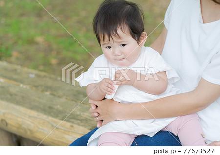 赤ちゃん おやつ 外遊び 77673527