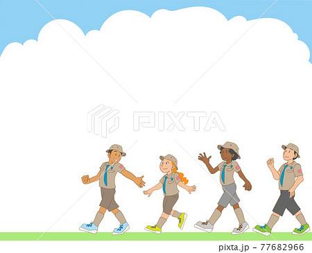 ボーイスカウト活動をする多民族の子供たちのフレーム素材 77682966