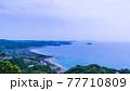 千葉県鋸山山頂近くから望む五月晴れの南房総と東京湾の絶景 77710809