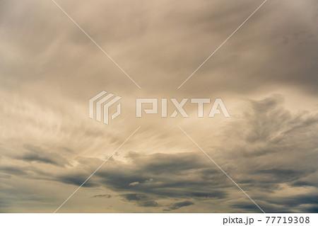 梅雨が間近の空模様 77719308