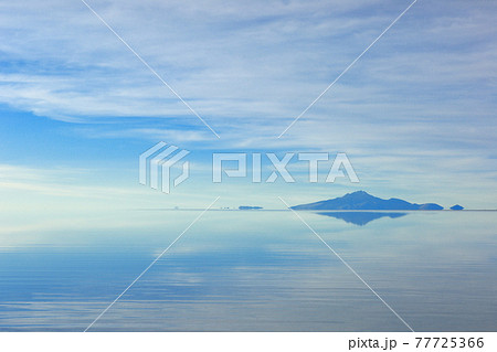 ウユニ塩湖 ボリビア 77725366