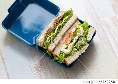 手作りサンドイッチ 77753256