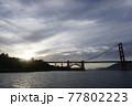 夕日のゴールデンゲートブリッジ 77802223