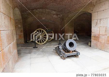 ゴールデンゲートブリッジ近くの大砲 77803035