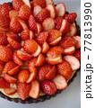 苺のカスタードココアタルト(ハイアングル) 77813990