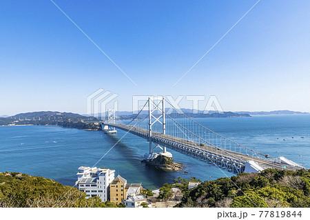 徳島県鳴門市 快晴の大鳴門橋 77819844
