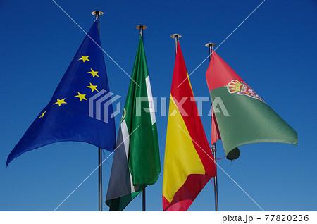 EU旗、スペイン国旗、アンダルシア州旗、グラナダ市旗 77820236