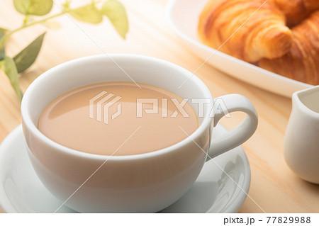 朝食 コーヒーとクロワッサン 77829988