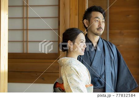 着物の女性 日本家屋 77832584