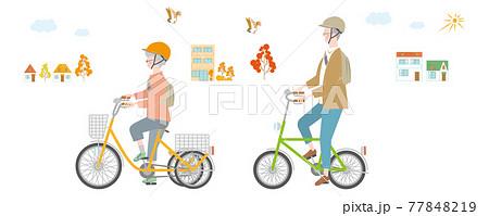町で自転車に乗る年配の女性と男性 77848219