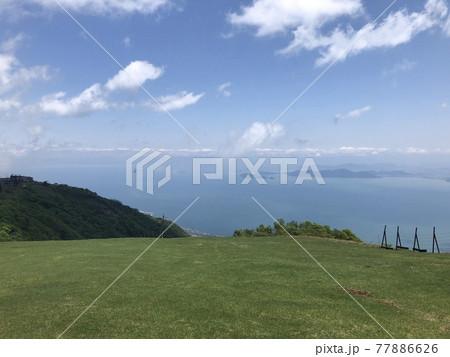 琵琶湖バレイをハイキングしながら見える景色 77886626