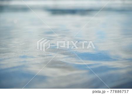 初夏の海の輝き 77886757