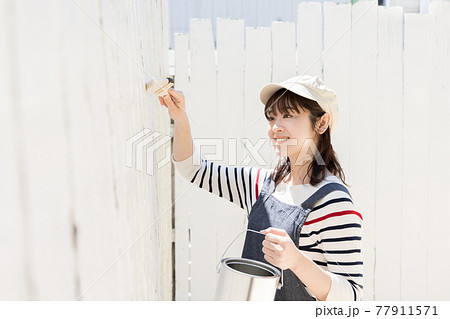 DIY 若い女性 77911571