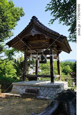 岡山県津山市にある真言宗「新善光寺」:鐘楼 77924046