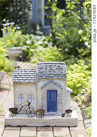 ガーデニングイメージ モルタル造形の家 77924085