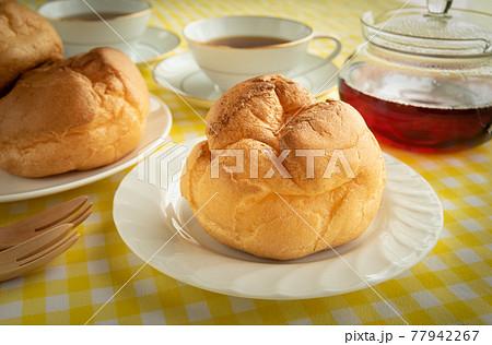 シュークリーム お菓子 おやつ スイーツ おうちカフェ 家カフェ 77942267
