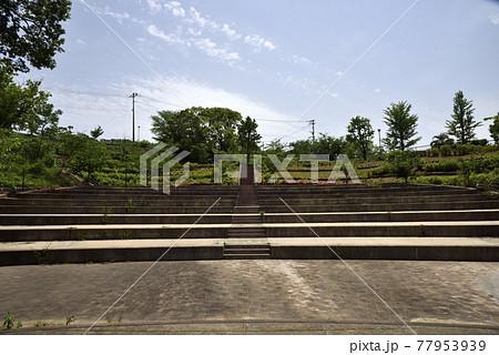 野外音楽堂ステージから観客席を見た風景 77953939