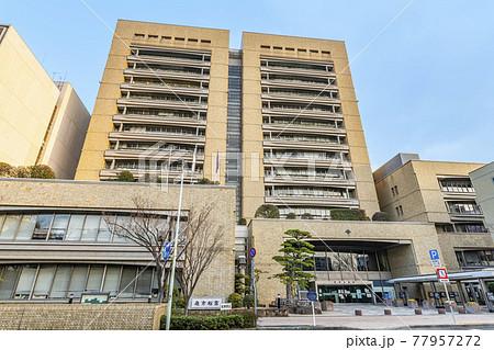 香川県高松市 晴天の高松市役所 77957272