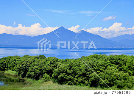 夏の猪苗代湖と磐梯山(福島県・郡山市) 77961599