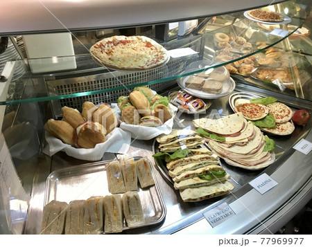 イタリア ナポリ近郊のカフェレストラン 77969977