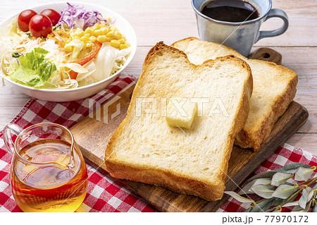 食パン 朝食のイメージ 77970172