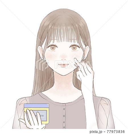 ワセリンを顔に塗って保湿する女性 77973836