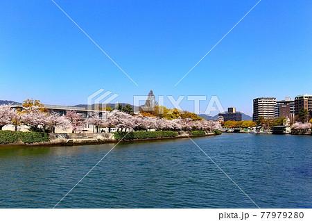 広島の原爆ドーム 77979280