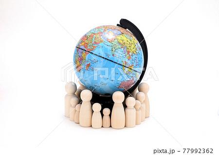 人と地球イメージ 77992362