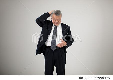 ビジネスマン メタボ 肥満 シニア男性 77996475