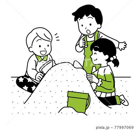 砂場で遊ぶ子供たち 77997069
