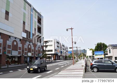 神奈川県南足柄市 大雄山駅前の街並み 77997854