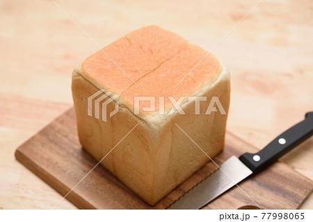 美味しそうな食パン 77998065