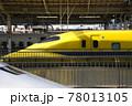 駅ホームのドクターイエロー 78013105