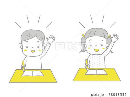 授業中に張り切って手を挙げる男の子と女の子 78013555