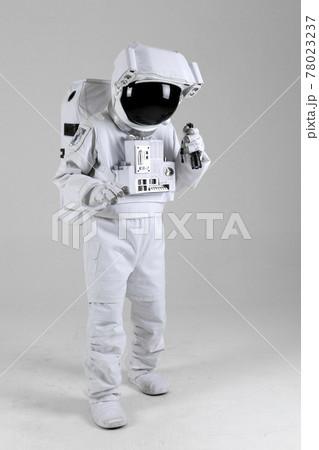 astronaut searching floor using flashlight, white background 78023237