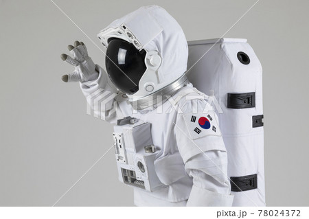 astronaut mime, dumb show in white background 78024372