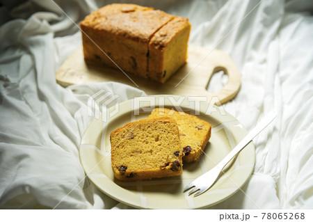 手作りおやつの美味しいパウンドケーキ 78065268