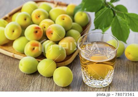 梅の実と梅酒 青梅 78073561