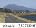 霞ヶ浦沿いのつくば霞ヶ浦りんりんロードから望む筑波山 78076646